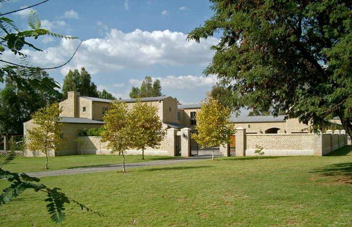 Adpa andr du preez architects house bennett for Lifestyle home builders